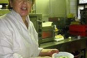 Renate Schiller in der Küche