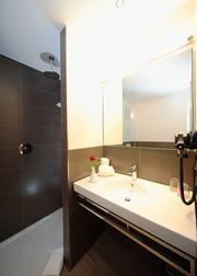 Einblick in ein Badezimmer im neuen Landhotel
